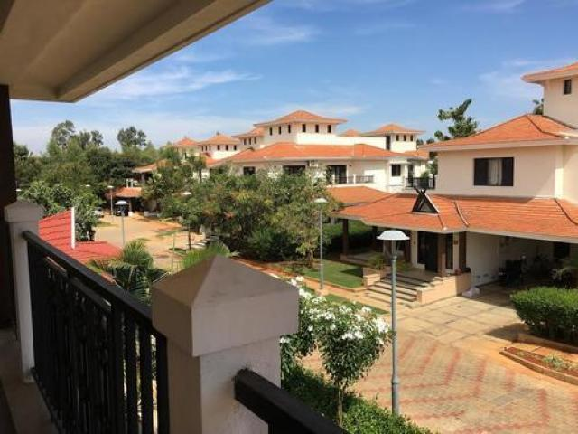4 BHK Prestige Golfshire semi furnished villa available rent
