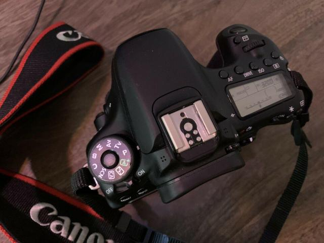 Canon EOS 70D 202 MP DSLR Camera Body With Battery