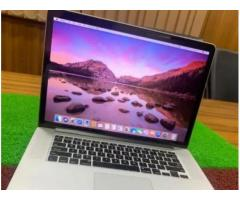 Apple MacBook Pro \ 2018 \ 15.4inch \ Retina \ Quad i7 \ 16GB \ 256GB