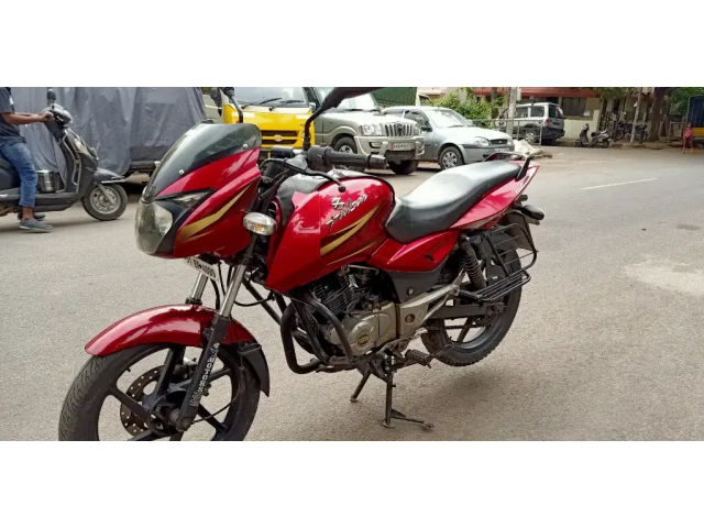 Old bikes bajaj pulsar 150cc showroom condition clear one hand Call det